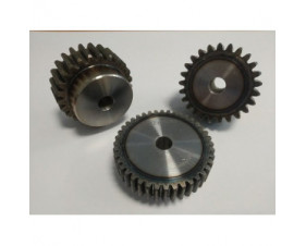 Engrenage acier à denture traitée avec moyeux à denture droite